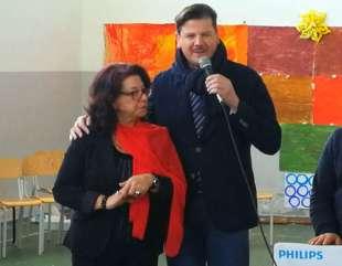 La gioia del dono: l'Assessore Della Greca regala un pc alla scuola media di Sessa Cilento.